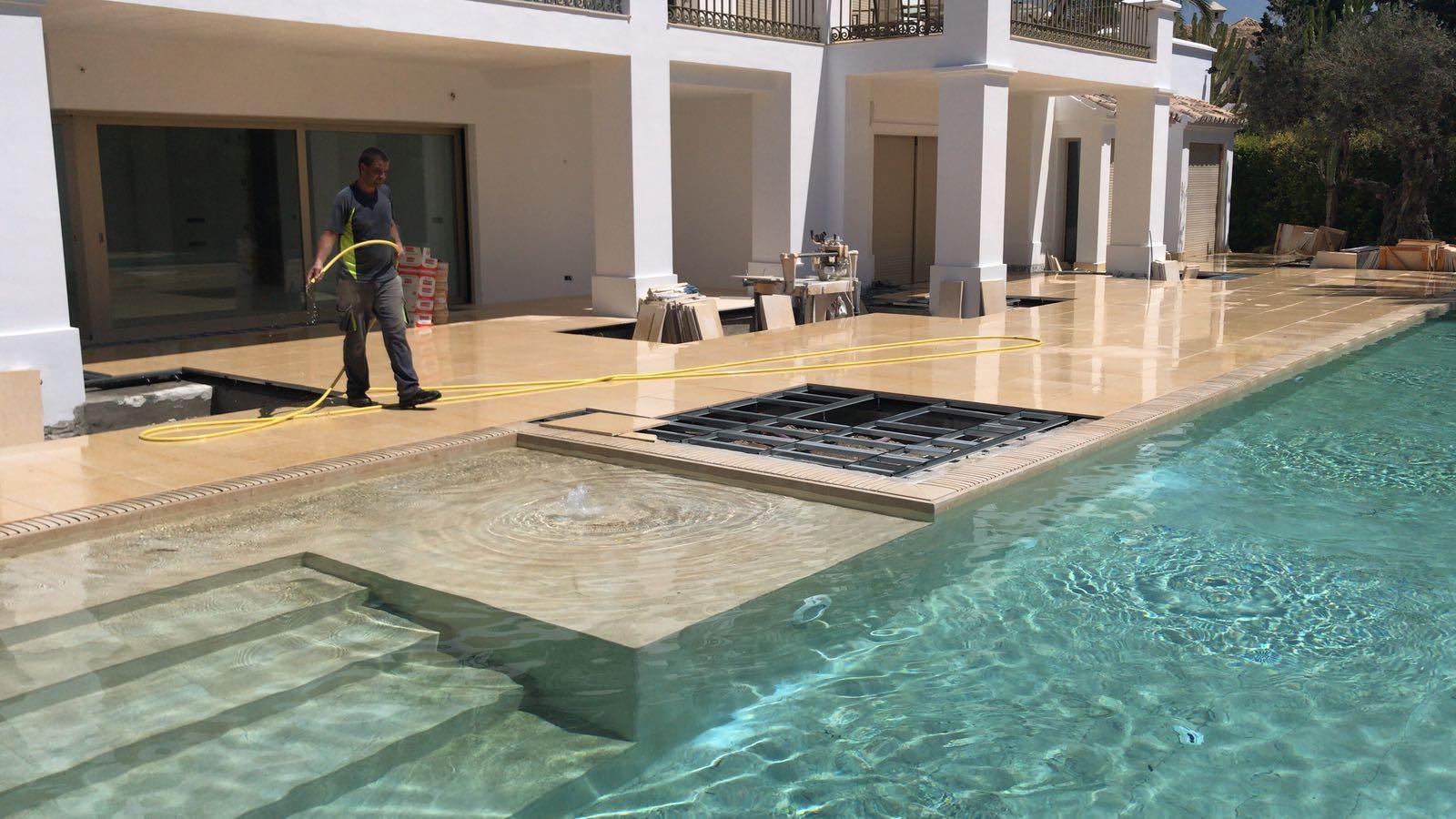 Instalaci n de suelo t cnico alrededor de la piscina - Suelos tecnicos precios ...